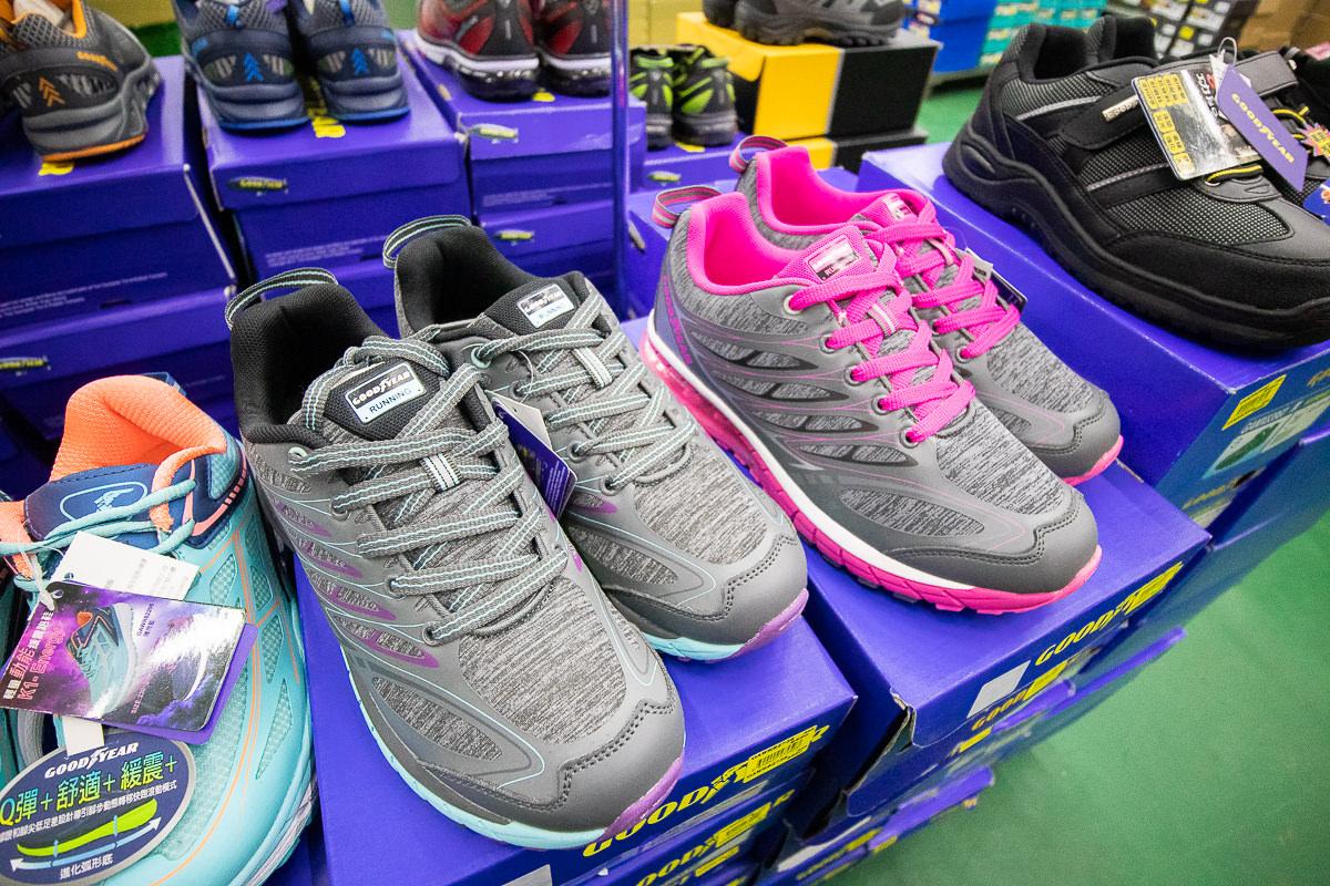 20190509164200 85 - 熱血採訪│2019大雅特賣會開始囉,只有11天,國際運動品牌,大人鞋款、童鞋、運動品牌服飾開賣